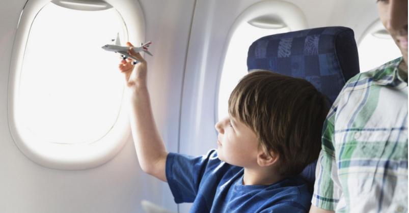 Viaggiare in aereo con bambini cosa c è da sapere